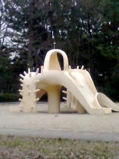 自然文化園西口近くにある遊具